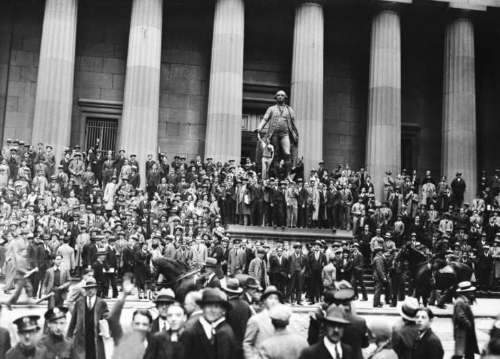 1929 г. Биржевой крах поразил Нью-Йоркскую фондовую биржу и начал Великую депрессию