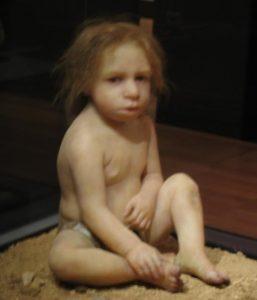 -100 000 лет до н.э. Неандерталец похоронил годовалого ребенка