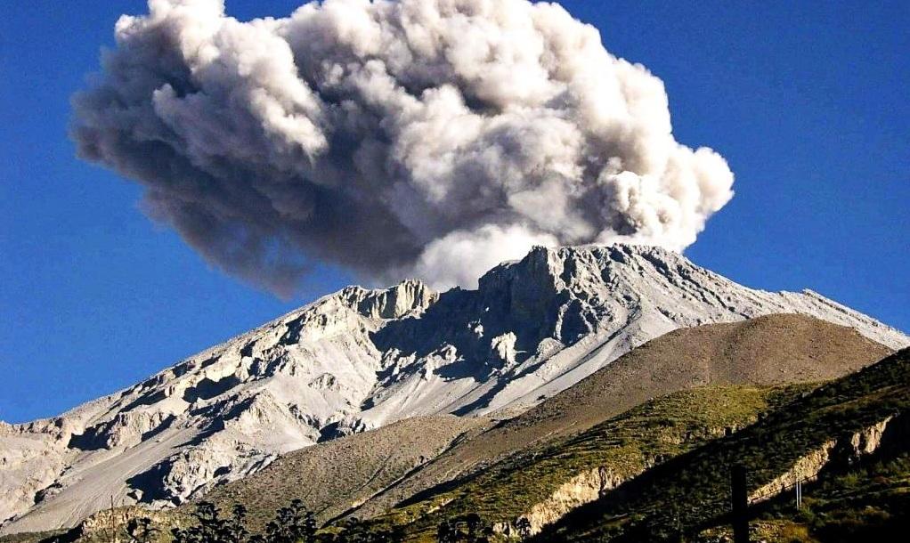 1600 г. Вулкан Уайнапутина извергся с силой шесть баллов