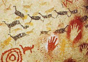 -15 000 г. до н.э. Кроманьонец рисовал животных на стенах пещеры
