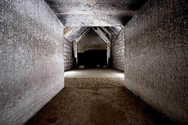 -2350 г. до н.э. Египтяне написали Тексты пирамид в некрополе фараонов Мемфиса