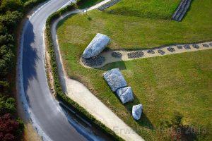-4700 г. до н.э. Люди воздвигли 20 метровый менгир близ Локмариакёр в Бретани
