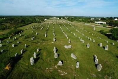 -4500 г. до н.э. Люди возвели огромный комплекс из нескольких тысяч мегалитов