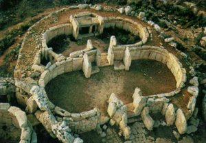 -4100 г. до н.э. Люди строят мегалитические храмы на Мальте