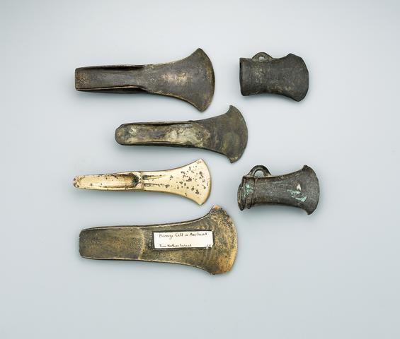 -2000 г. до н.э. Люди добывали медь на острове Росси для производства бронзы