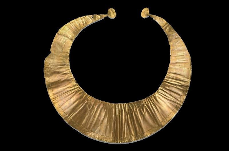 -2000 г. до н.э. Люди добывали золото и создавали золотые лунулы
