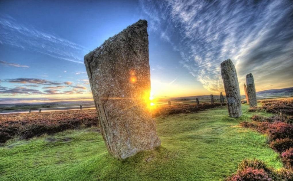-2500 (до.н.э.) Население Британии занималось охотой, рыболовством, скотоводством, мотыжным земледелием