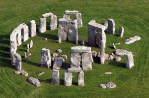 -1800 г. (до.н.э.) Мегалитические сооружения получают широкое распространение