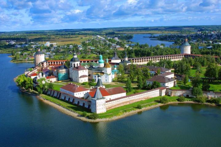 1495 г. Андрей Федорович Майков выполнял обязанности посланца в Кирилло-Белозерский монастырь