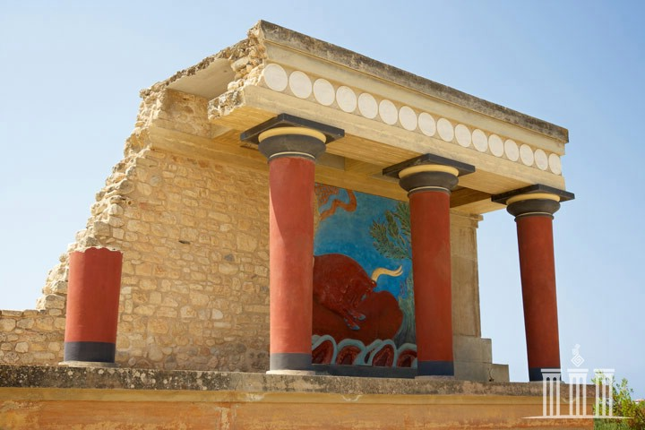 -1700 г. (до. н. э) Критяне строили дворцы без укреплений, имея мощный флот в качестве защиты