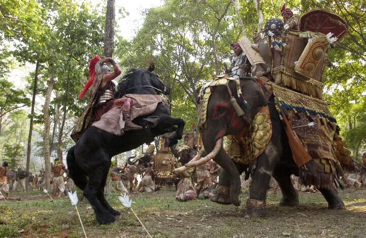 -326 г. до н.э. Александр Македонский достигает в Индии крайней восточной точки своих походов