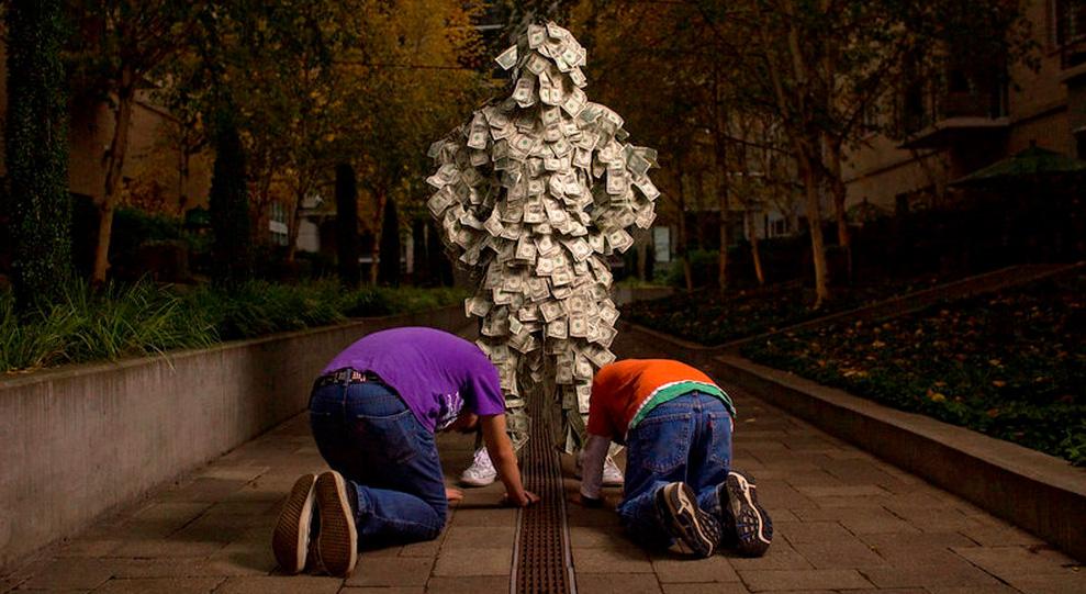 Обожествление денег и богатства